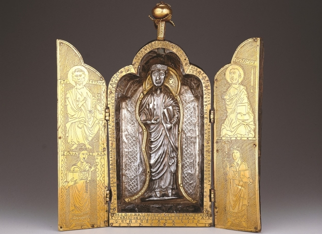 Triptych reliquary
